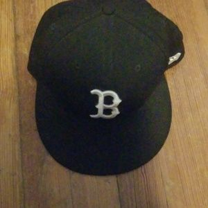 Boston, black & white , fitted hat